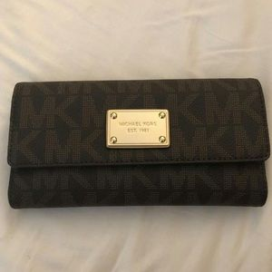 Michael KORS Wallet - NEW W/ TAGS!!